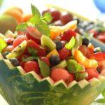 Letnia sałatka w arbuzie