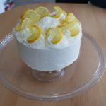 Tort cytrynowy z bitą śmietaną